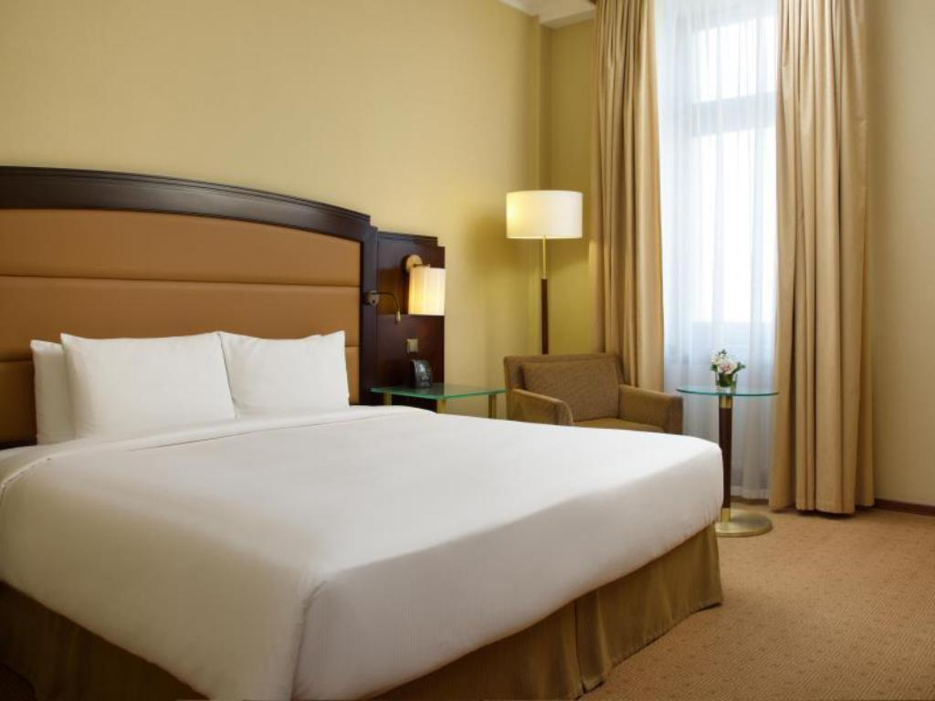 King Hilton Guest Room - Room plan