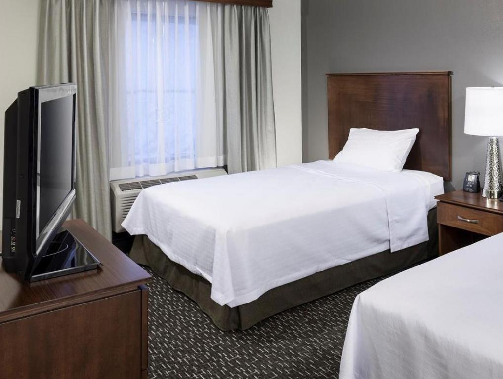 1 King or 2 Queen Accessible Roll In Shower Non-Smoking - Guestroom Homewood Suites by Hilton Phoenix North I 17