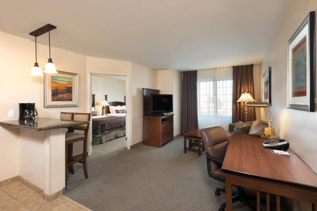 Staybridge suites tucson airport in tucson az room - 2 bedroom suite hotels in tucson az ...