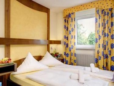 Camera Matrimoniale con Letto alla Francese (Double Room with French Bed)