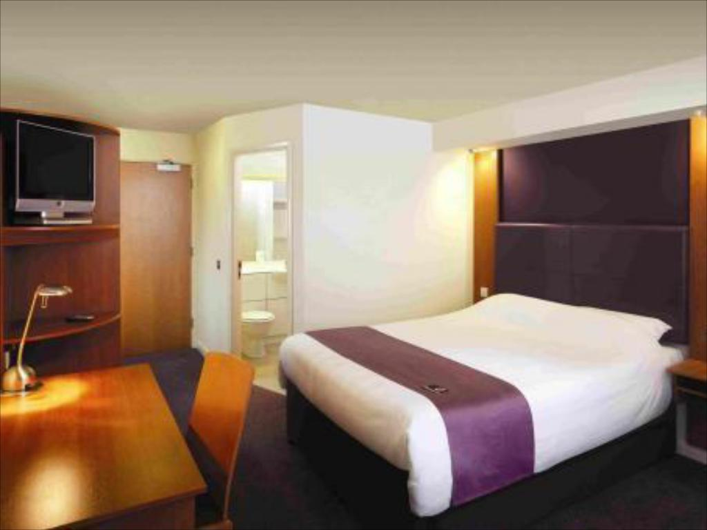 Standard Accessible Premier Inn Birmingham Broad Street - Brindley Place