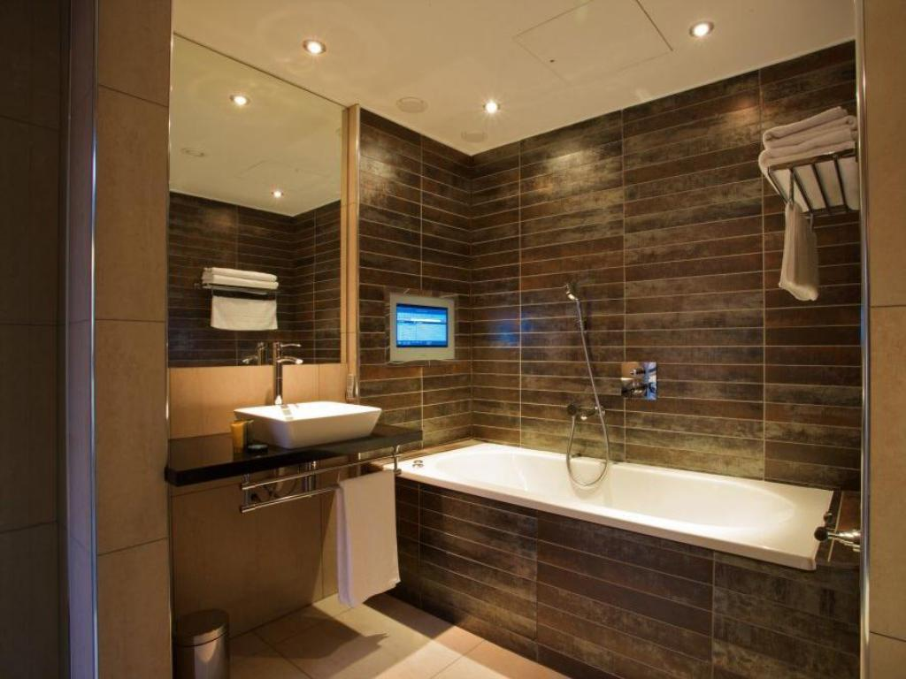 Bathroom Lights Manchester best price on aparthotel roomzzz manchester city in manchester +