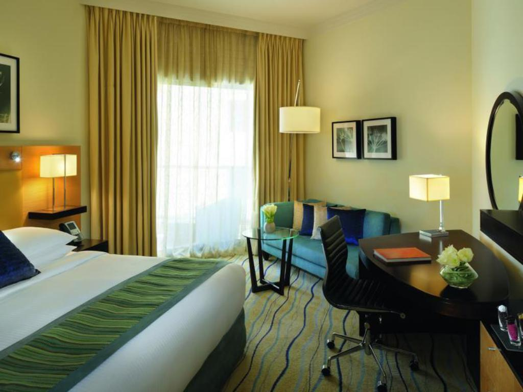 Superior King - Bed Movenpick Hotel Jumeirah Beach