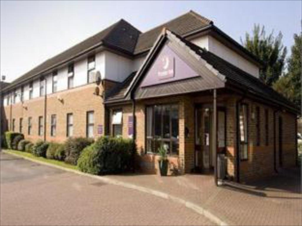 Vista Exterior Premier Inn Cardiff City South