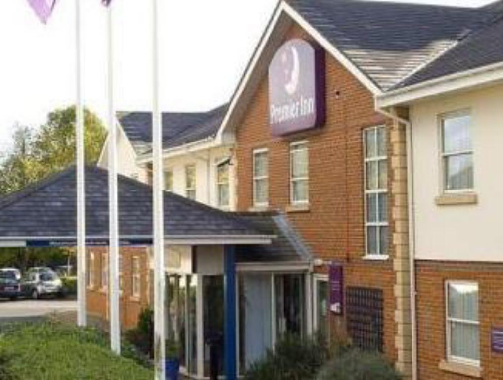 Vista Exterior Premier Inn Coventry South - A45