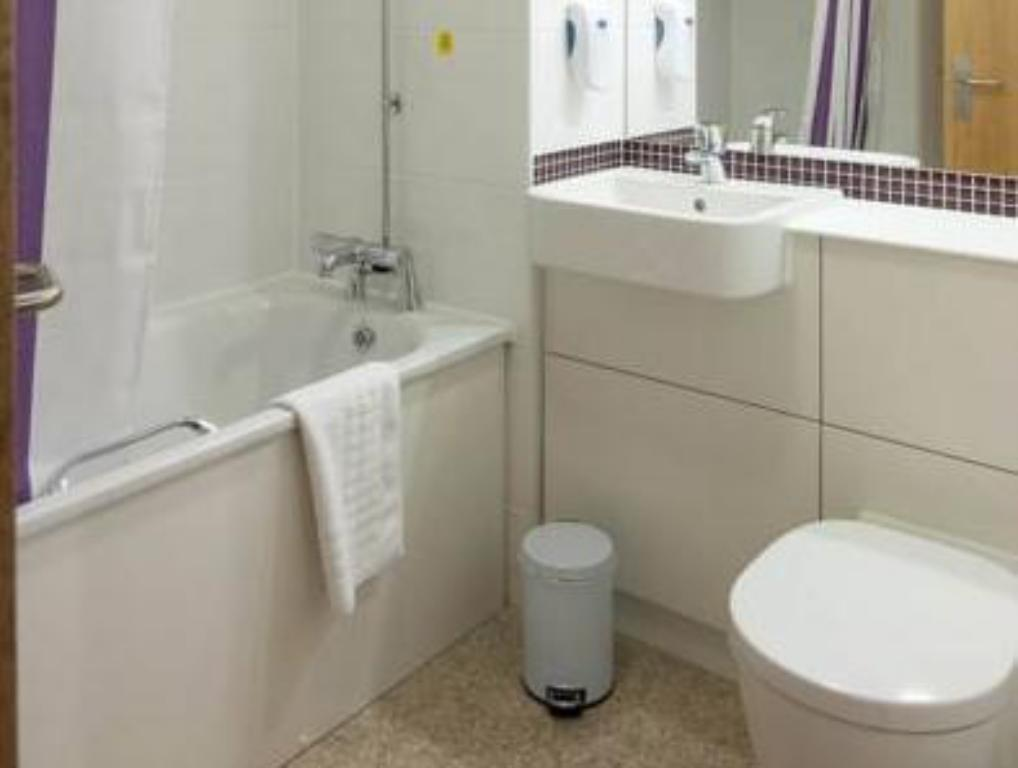 Bathroom Premier Inn Warrington South
