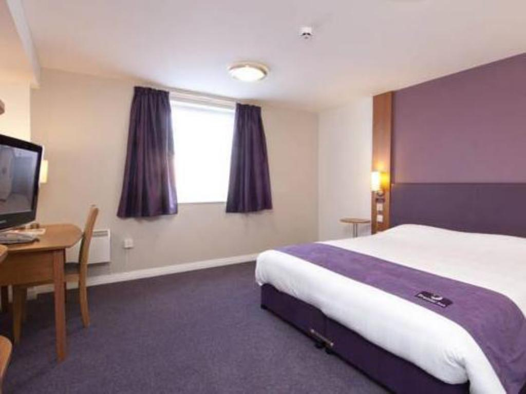 Double Room - Disability Access Premier Inn Warrington South