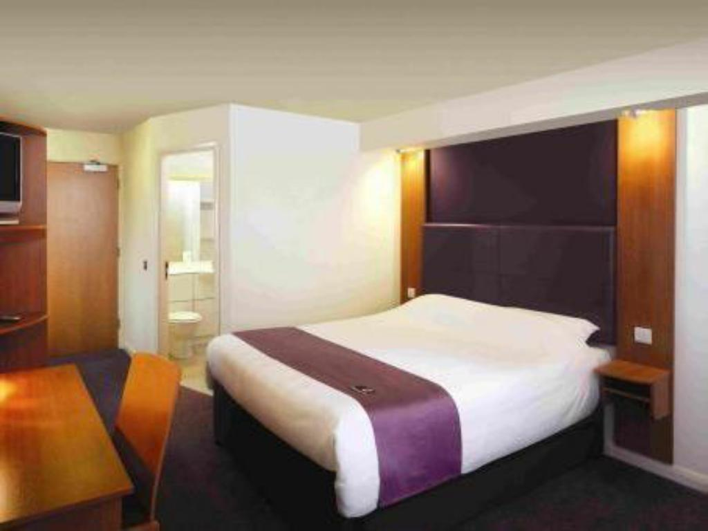 Double Disabled Room Premier Inn Manchester - West Didsbury