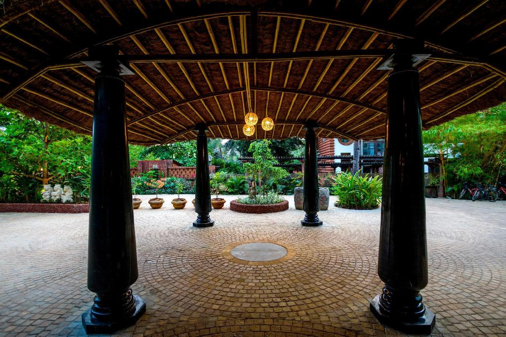 Entrance Beleza By The Beach Resort