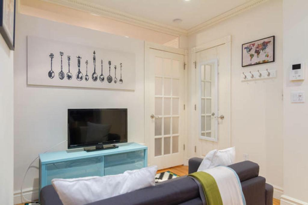 Interior view NYC East Village Lovely & New Apartment 1BR 90m2