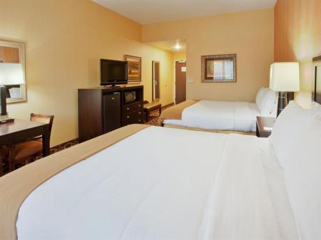 2 Queen Beds Executive Non-Smoking Holiday Inn Express Sacramento Cal Expo