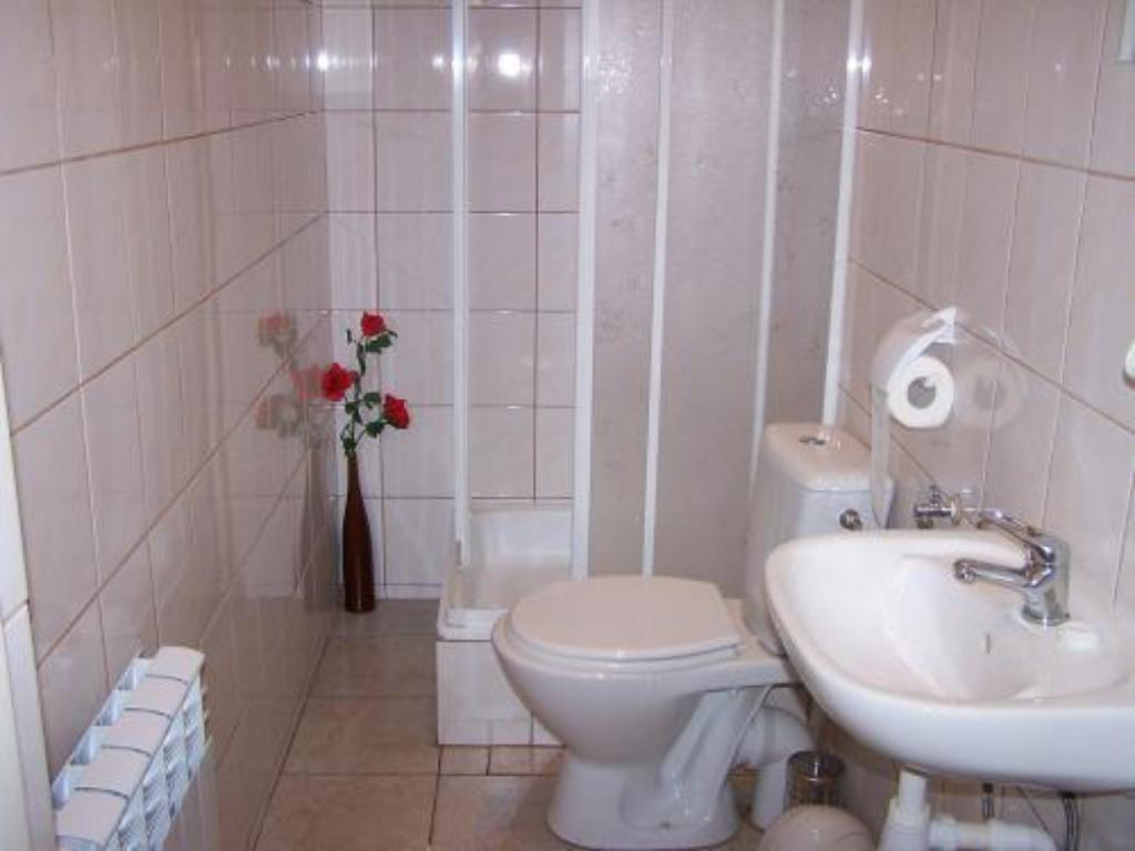 Single with Shared Bathroom NF Hostel