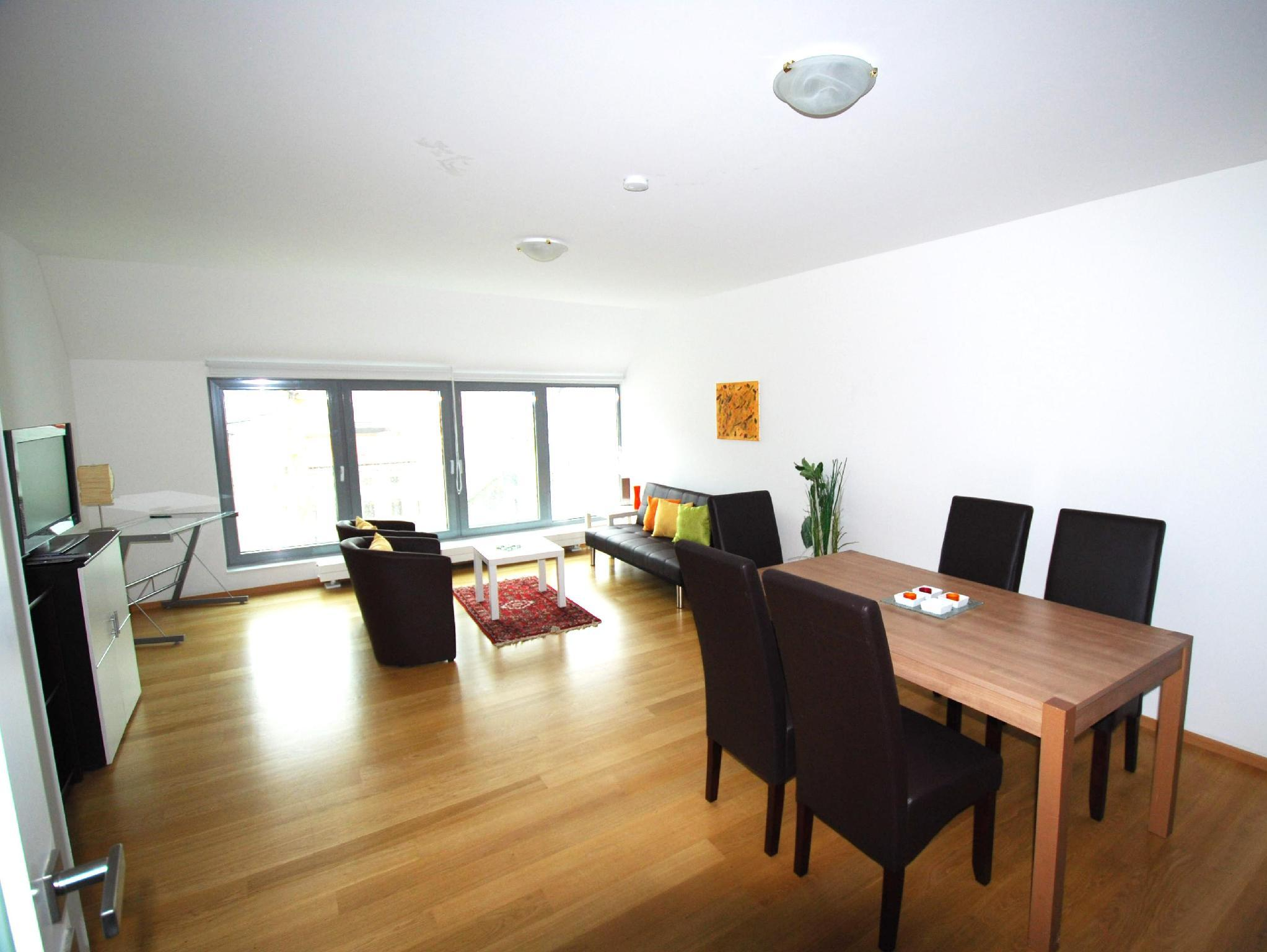 Luxury Two-Bedroom Apartment - Tegetthoffstraße 3