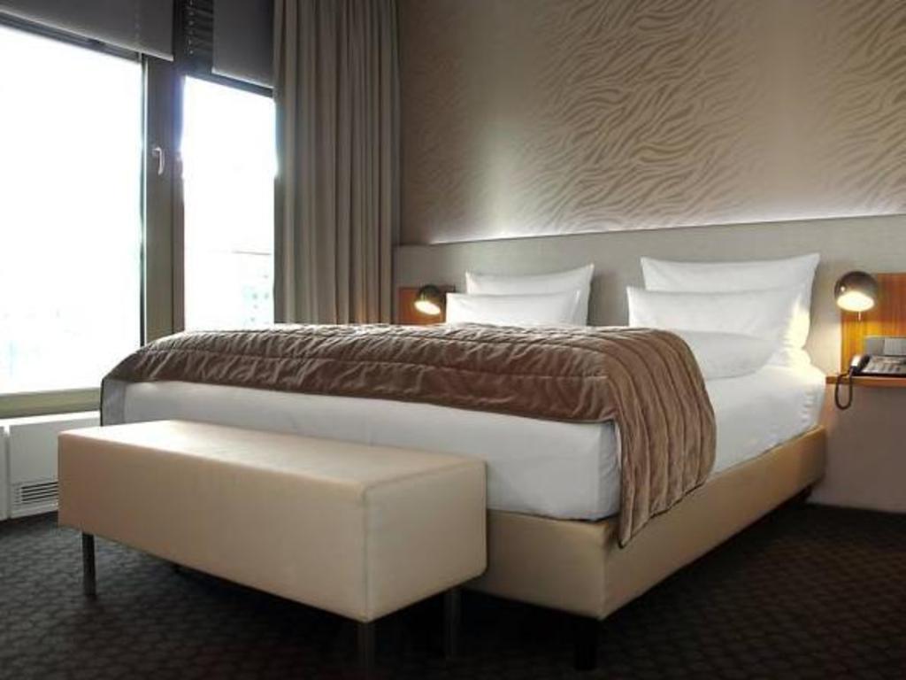 standard double room bed cosmo hotel berlin mitte