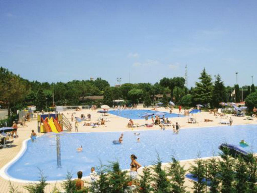 Bazén Del Garda Village and Camping
