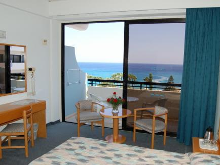 Habitación Doble con vistas al mar (2 adultos + 1 niño) - 1 o 2 camas  (Double or Twin Room with Sea View (2 Adults + 1 Child))