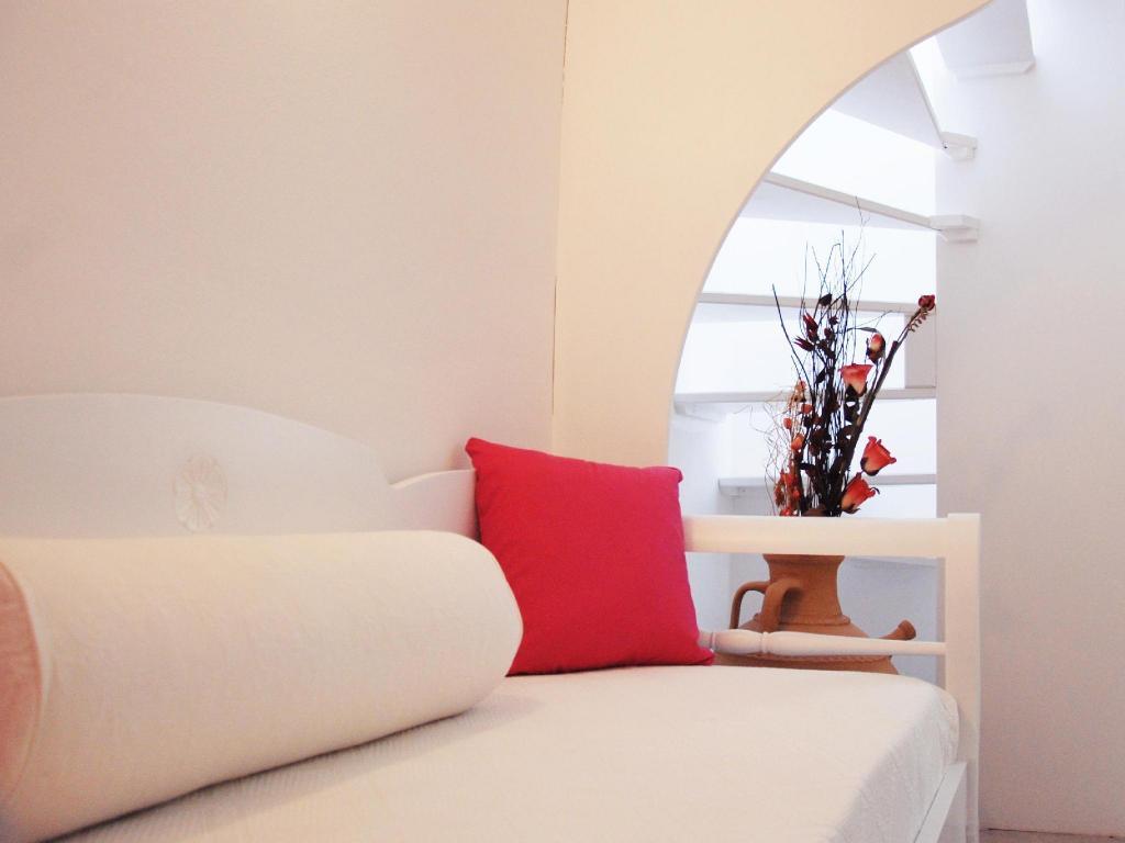 Best Price on Reverie Santorini in Santorini + Reviews!