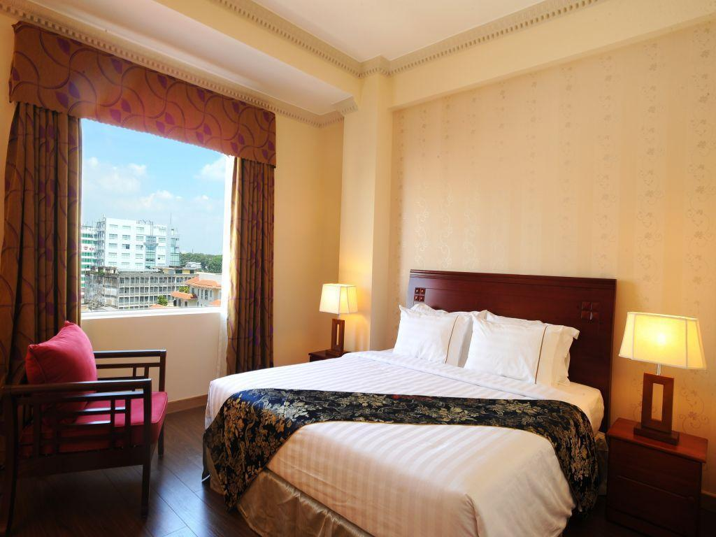 Deluxe City View Golden Central Hotel Saigon