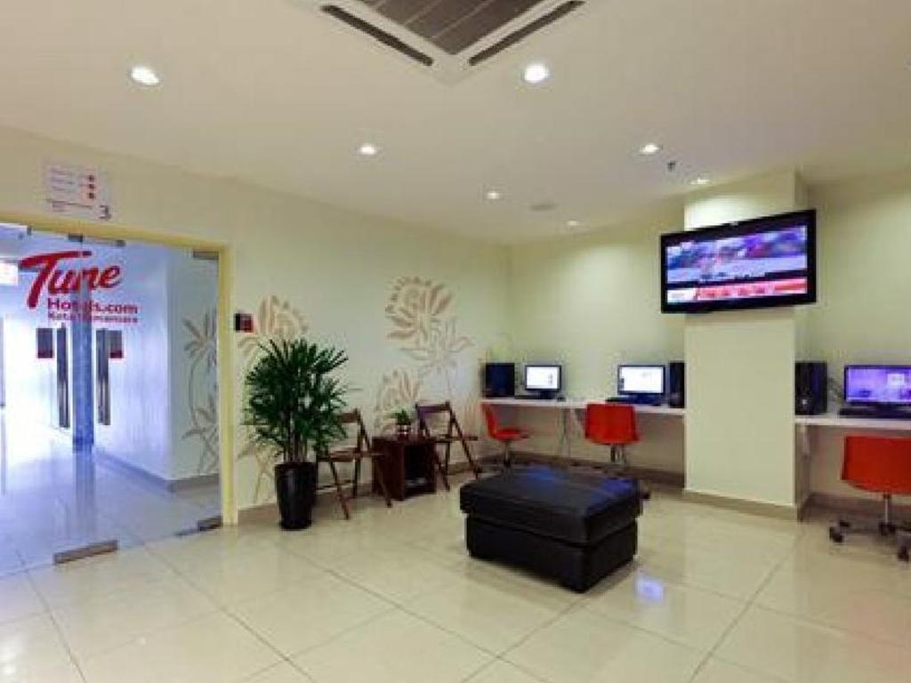 Comfort home wallpaper kota damansara wallpaper home for Home wallpaper kl