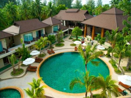 Kolam renang Pilanta Spa Resort