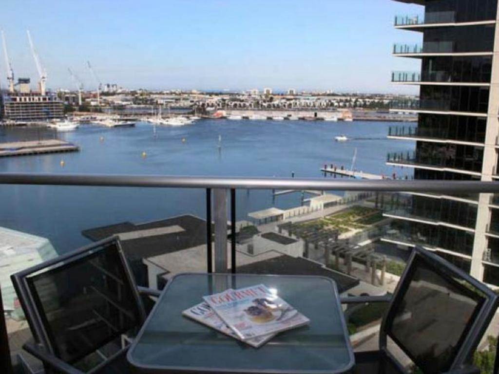 Best price on docklands private collection new quay in for Private swimming pool melbourne