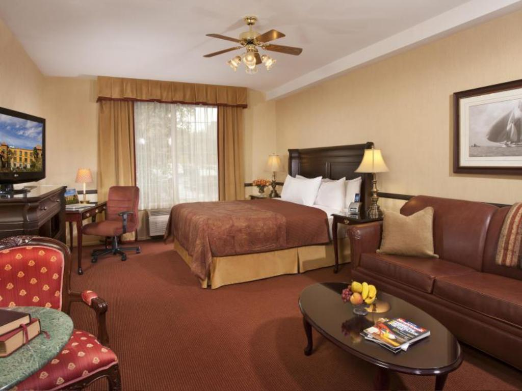 Deluxe King Room - Guestroom Ayres Suites Mission Viejo