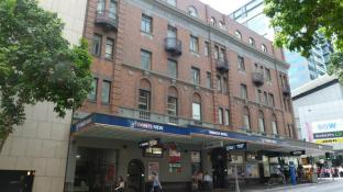Base Brisbane Embassy Hostel