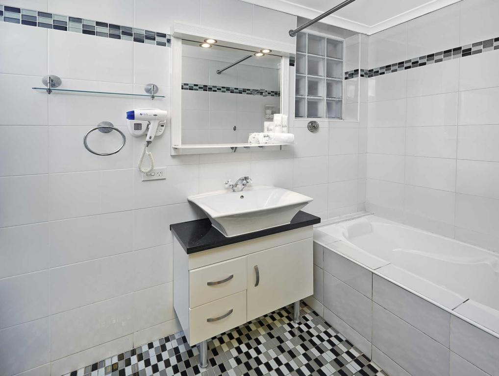 Bathroom Comfort Inn & Suites Burwood