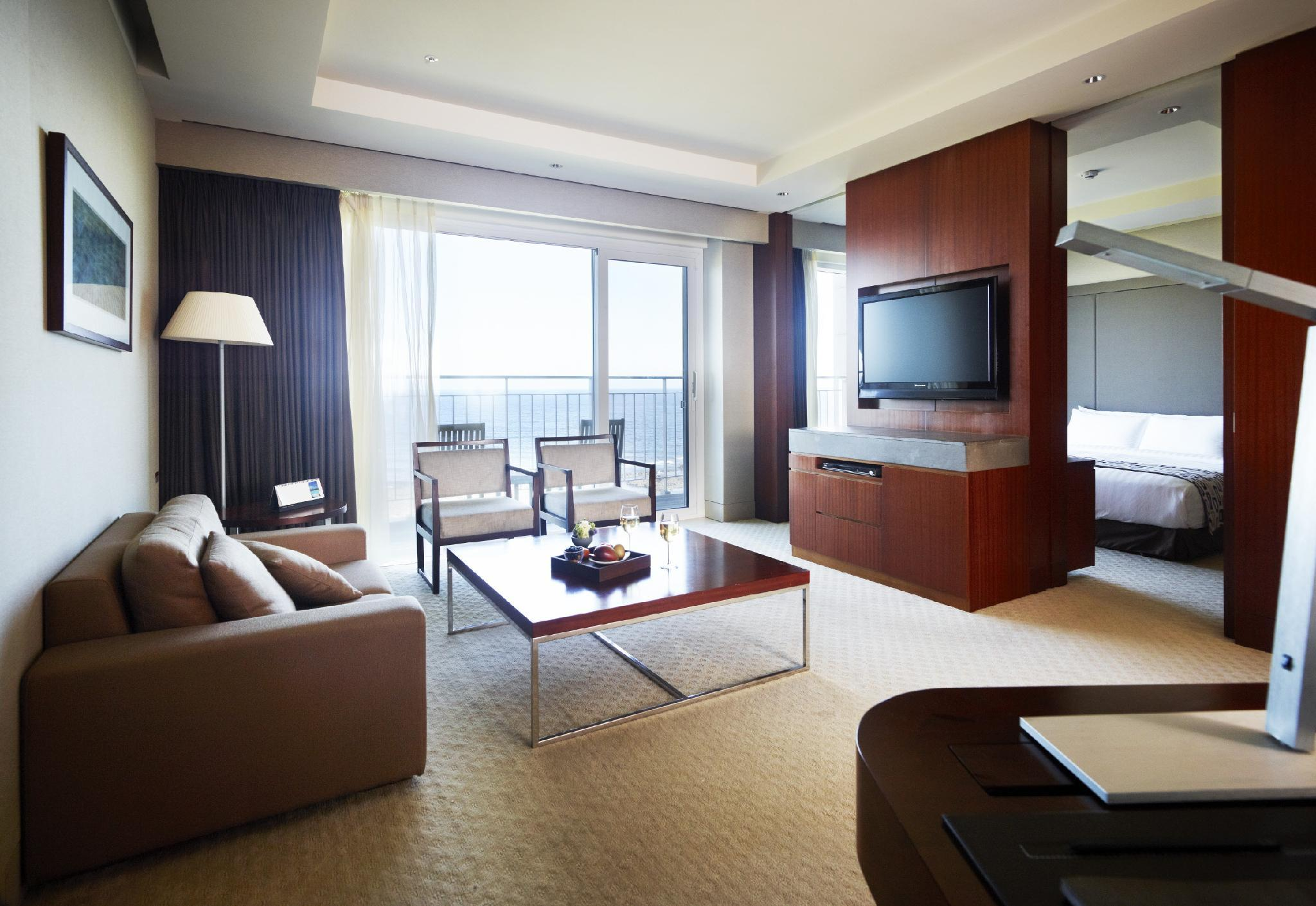 Executive Ocean View Family Suite