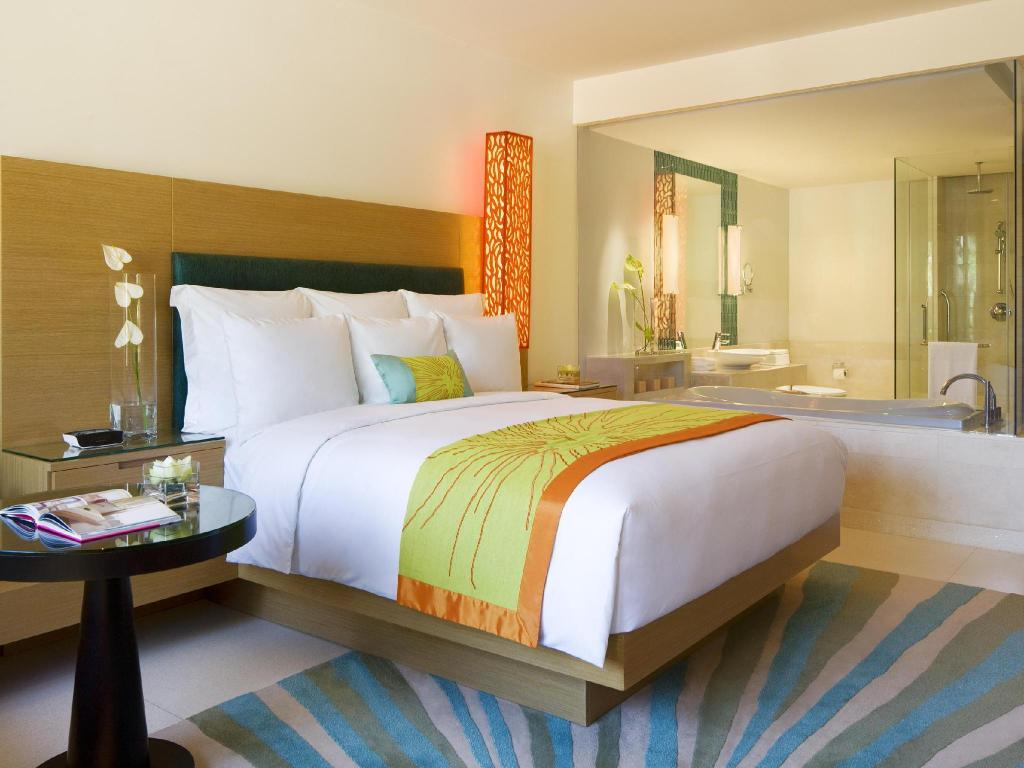 Bed Renaissance Phuket Resort & Spa A Marriott Luxury & Lifestyle Hotel