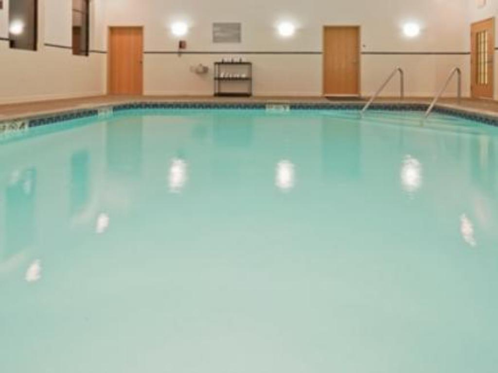 Swimming pool Holiday Inn Express Bloomington North-Martinsville