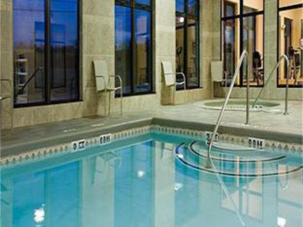 Swimming pool Holiday Inn Express Hotel and Suites Borger