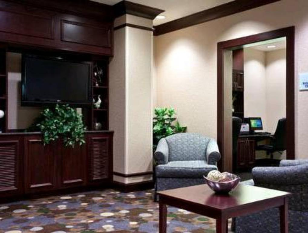 Lobby Holiday Inn Express Hotel & Suites Chicago Airport West-O'Hare