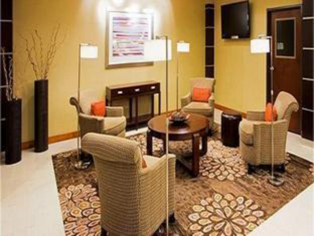 Vestíbul Holiday Inn Express & Suites Columbia - East Elkridge