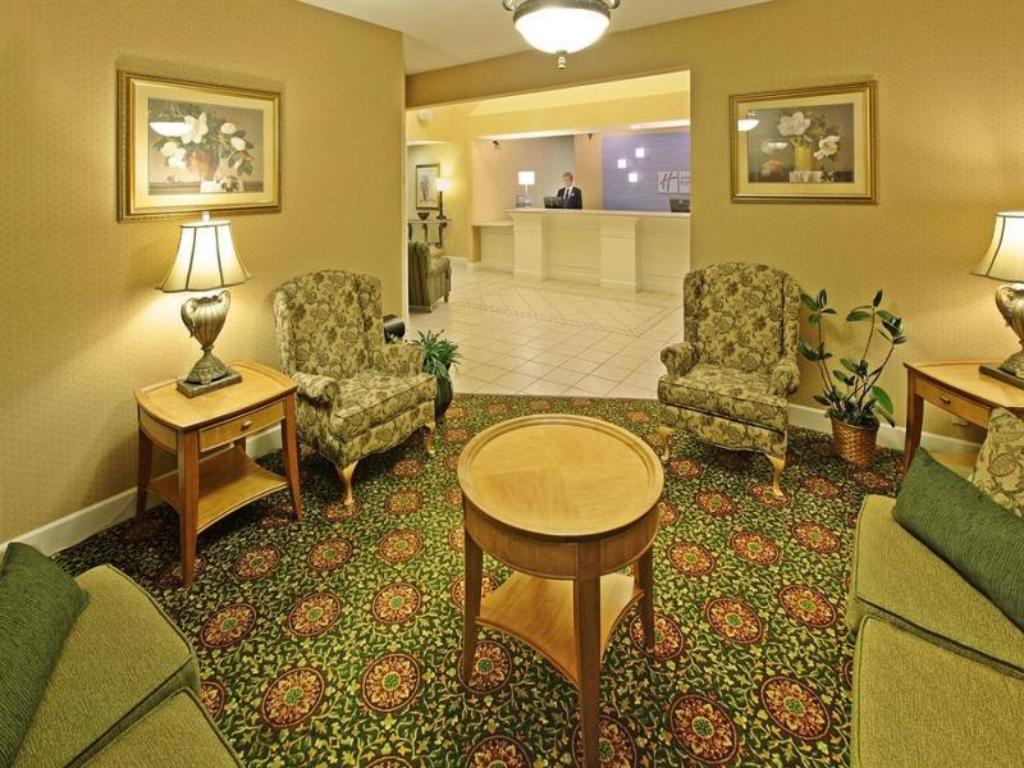 Lobby Holiday Inn Express Hotel & Suites Magnolia Lake Columbia