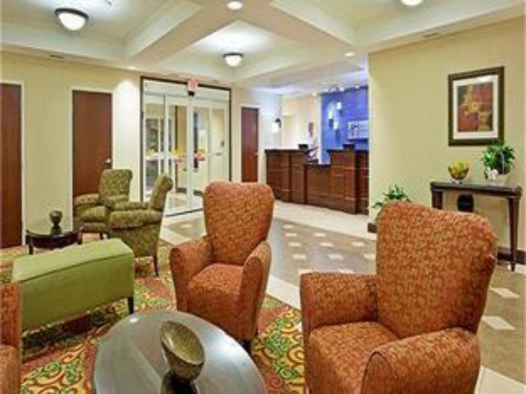 Lobby Holiday Inn Express Hotel & Suites Portland