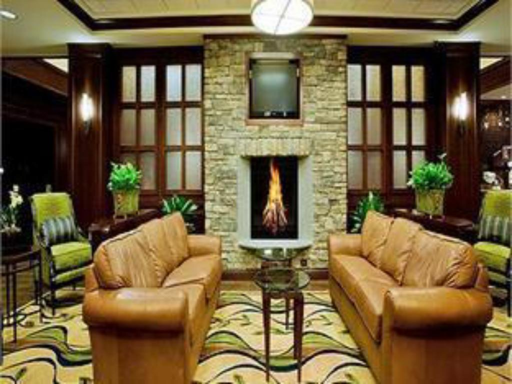 Lobby Holiday Inn Express & Suites Wilmington-Newark