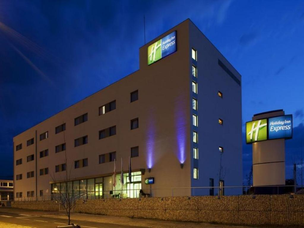 More about Holiday Inn Express Vitoria