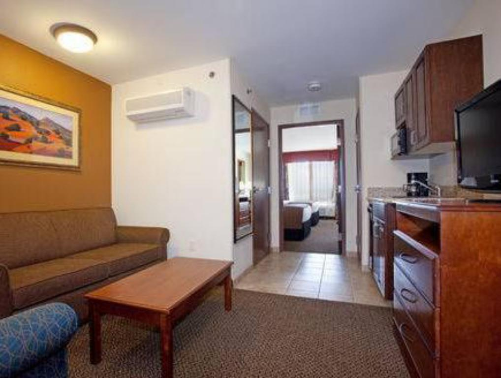 Interior view Holiday Inn and Suites Trinidad