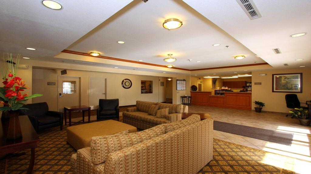 Lobby Candlewood Suites Kansas City Airport