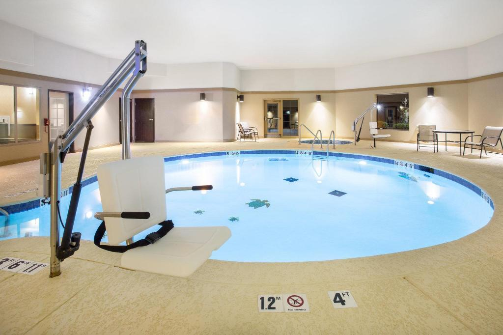 Swimming pool Holiday Inn Express and Suites Hotel - Pauls Valley