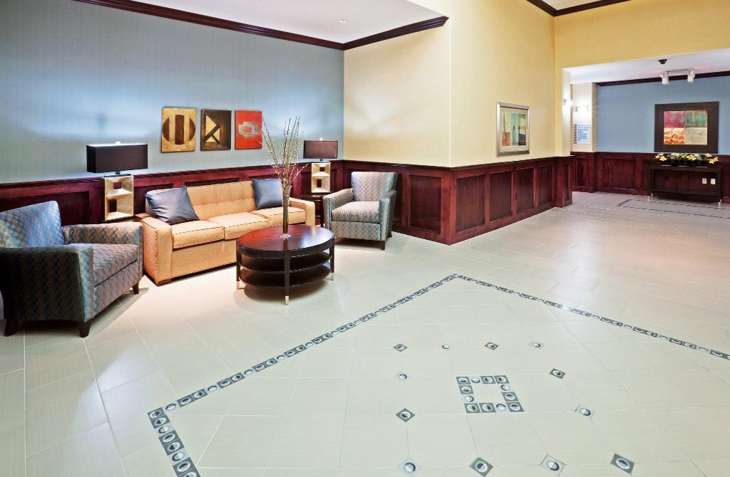 Lobby Holiday Inn Express and Suites Hotel - Pauls Valley