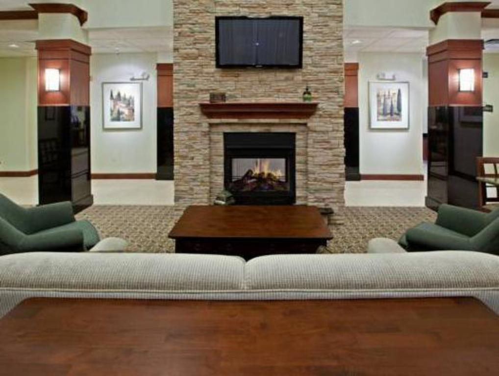 Lobby Staybridge Suites South Bend – University Area