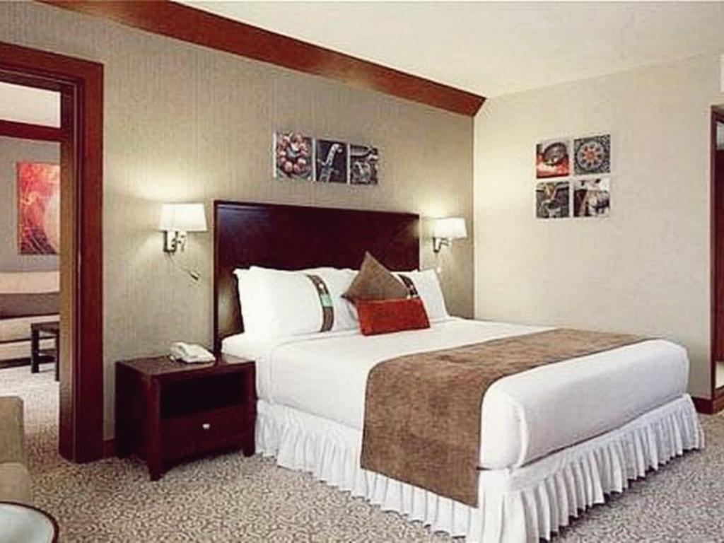 1 Bedroom Suite Smoking - Bed Holiday Inn Al Khobar - Corniche