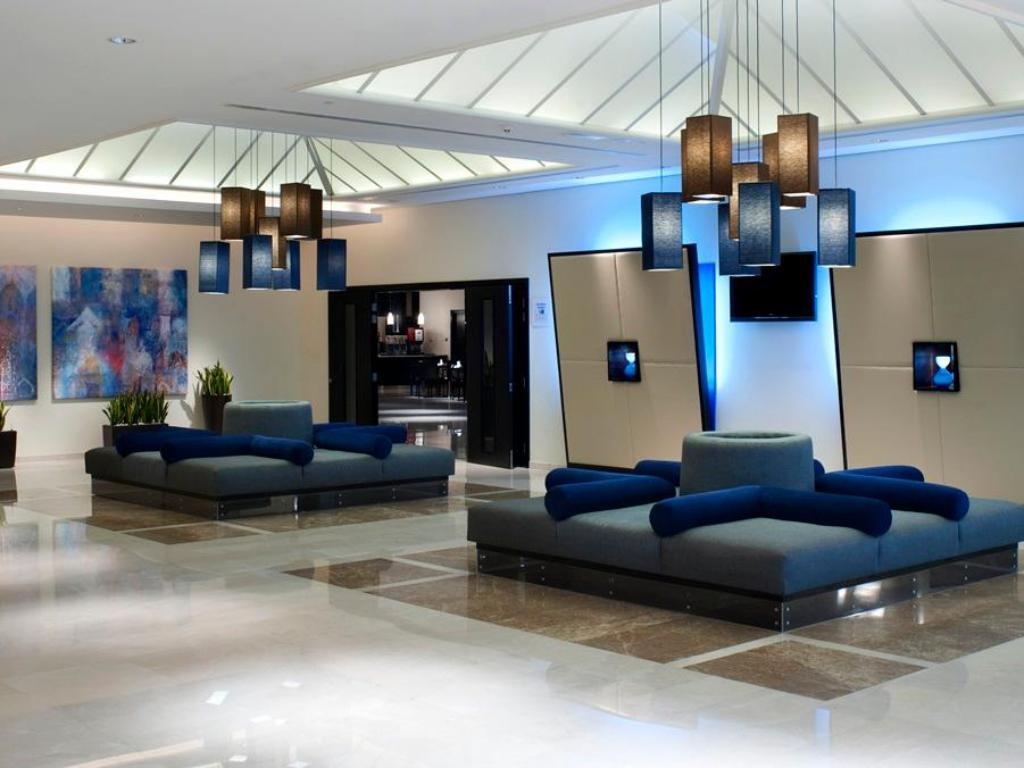 Foyer Holiday Inn Express Dubai Airport