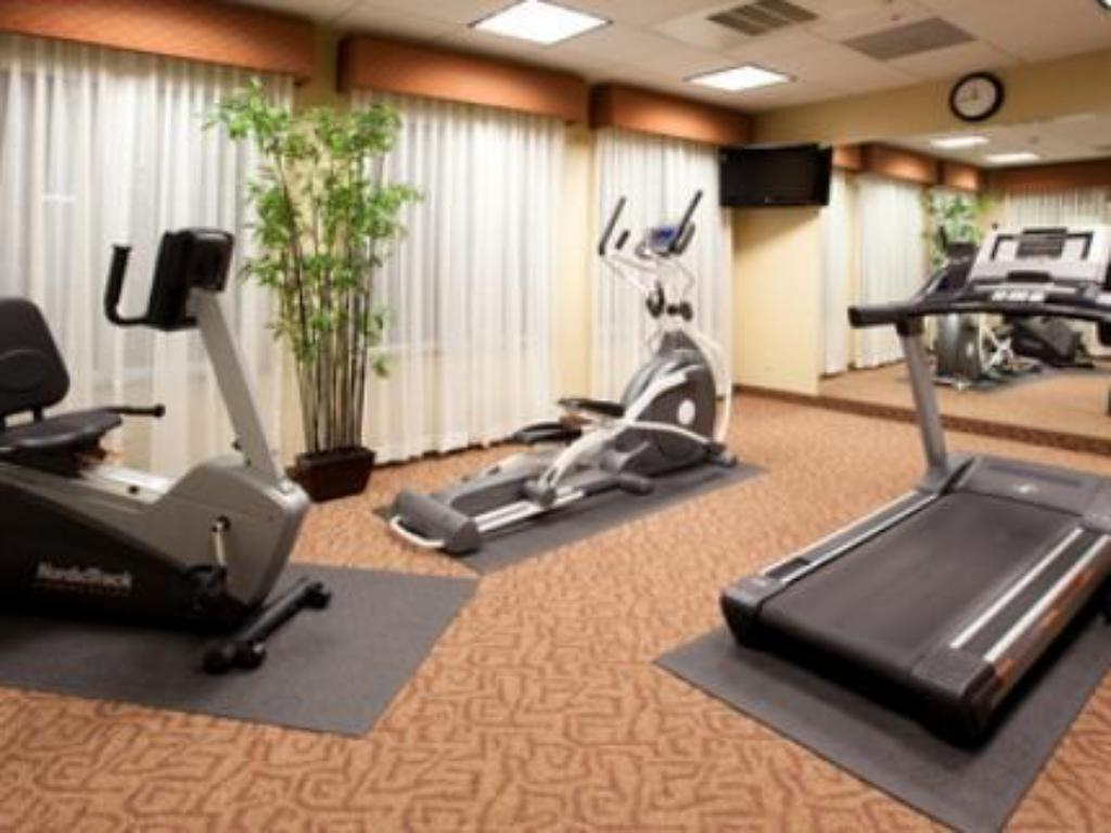 Fitness center Holiday Inn Express Fresno South
