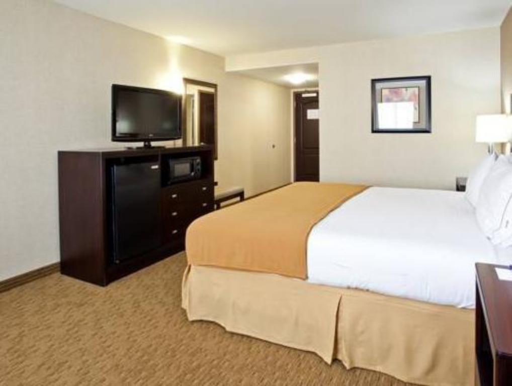 Standard - Guestroom Holiday Inn Express Fresno South
