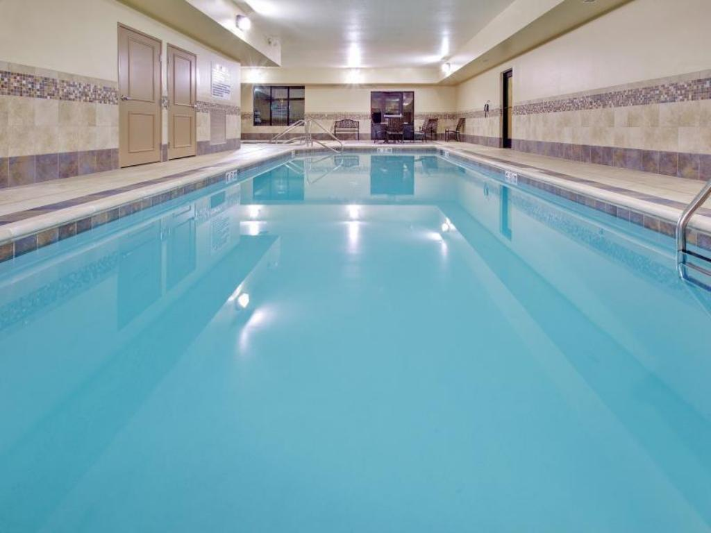 Swimming pool Holiday Inn Express Hotel & Suites Grand Island