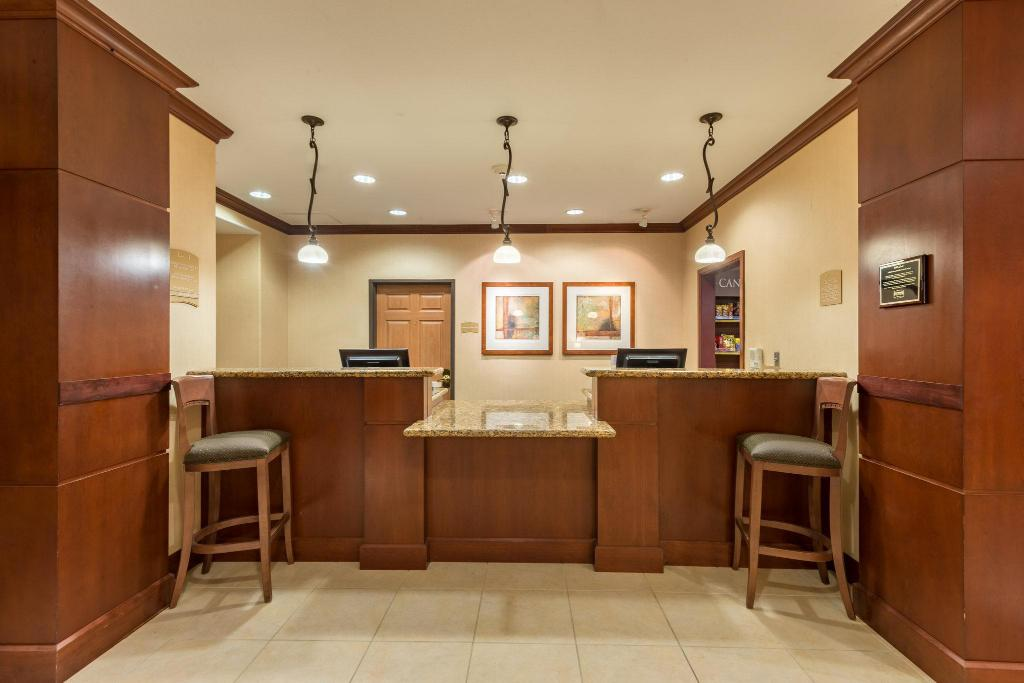 Lobby Staybridge Suites Phoenix-Glendale