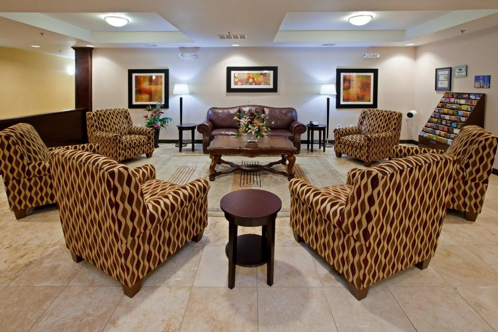 Lobby Holiday Inn Express Hotel & Suites Shelbyville